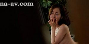 """最爱的继母""""篠田ゆう""""被损友睡了!看着继母爽到虚脱就好痛苦…"""