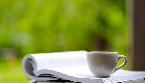 枕边一本书,静静心,连梦乡也特别地舒坦。