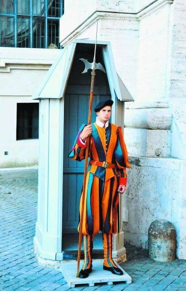 世界军服演变400年:服装颜色来自血的教训