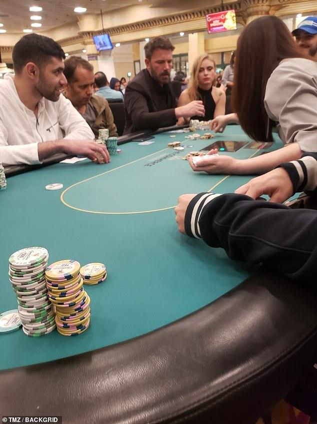 醉酒的Ben Affleck于15分钟内在豪客牌桌上赢得$1,500