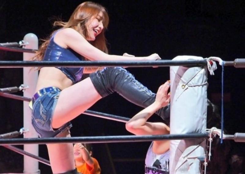 实力F的摔角写真少女,场上狂野场下可以更性感--上福ゆき