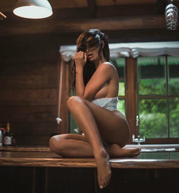 大尺度摄影师两指搞定全裸入境色情不下流