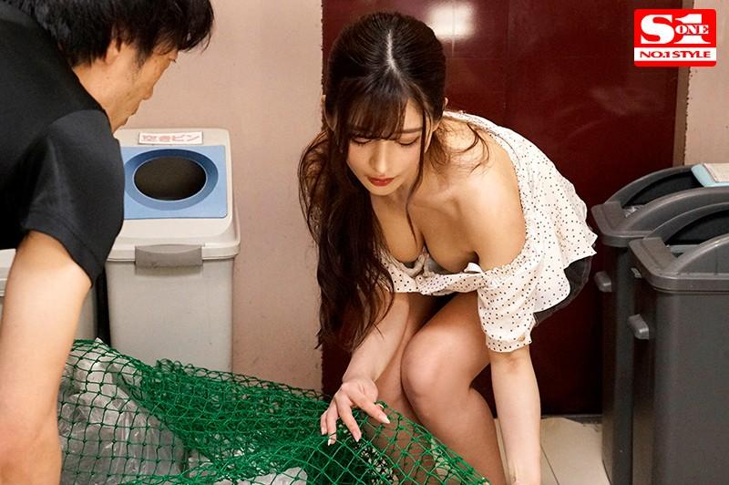 SSNI-884:不穿胸罩倒垃圾!忍不住盯著她的美乳和奶头看⋯