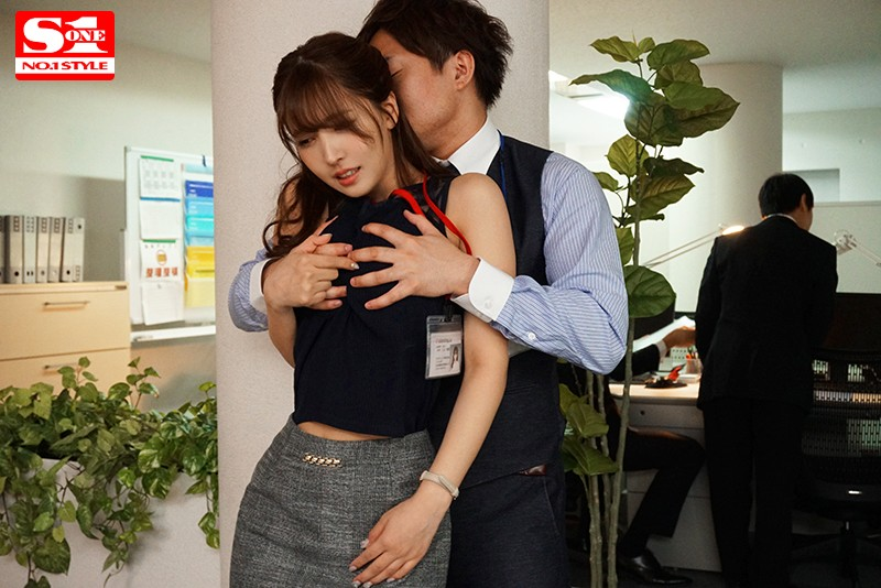 SSNI-865:巨乳女职员三上悠亚帮上司破处后满脑子只想和她干〜