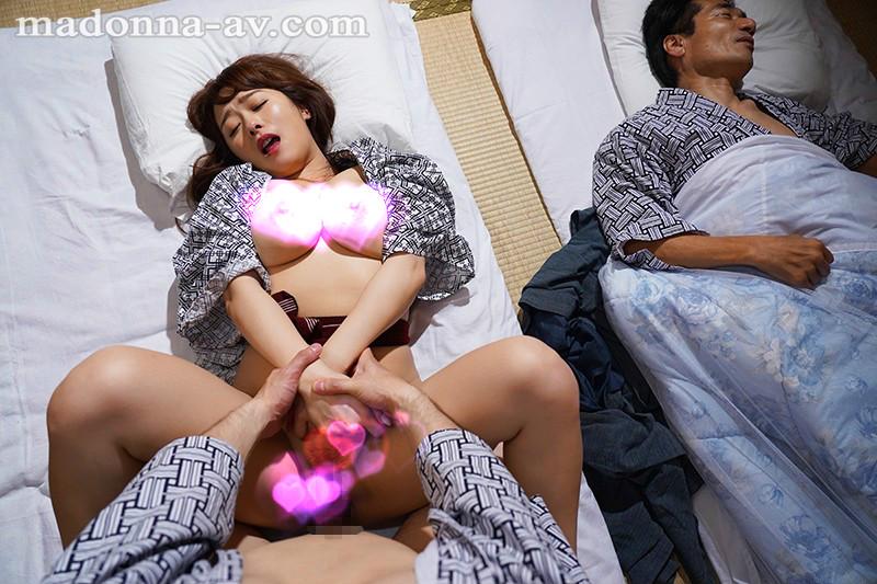 JUL-317:温泉旅行中和丈母娘白石茉莉奈忘我体内射精。