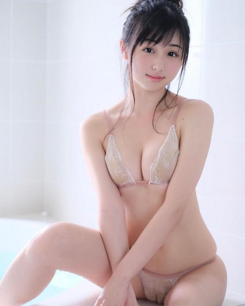 妹妹发育得很不错!「Kurita」水汪大眼无辜惹人爱,童颜巨乳的威力强大到难以抗拒