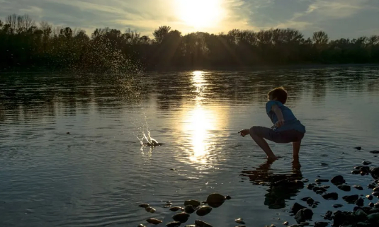 打水漂成为一次次追求完美的过程,那么执著,那么认真