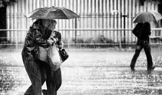 雨中的那个女孩