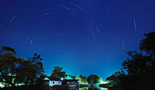 最美丽的景色不在远方,就是头上那片星空