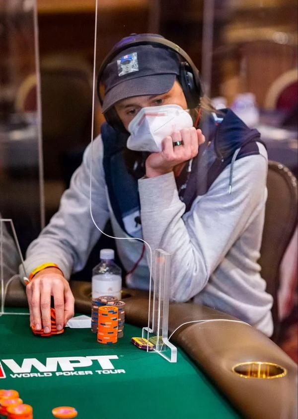 失去重要部位和打WPT决赛桌,Rokita将如何取舍?