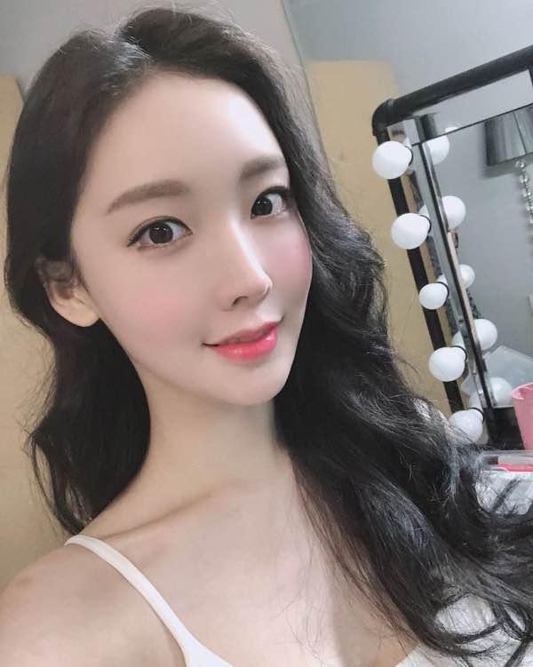 韩国正妹「정아윤」饱满美乳超级诱人,乳量很极品啊~