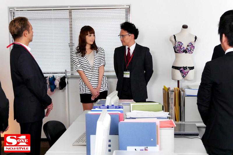 SNIS-692:巨乳女职员「RION」充当内衣模特被上司羞辱!